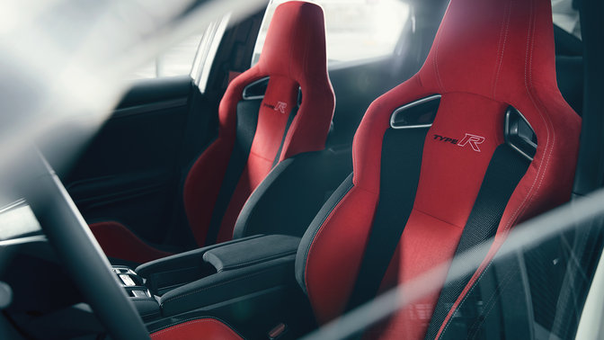 Three-quarter facing Honda Civic Type R sport seats.