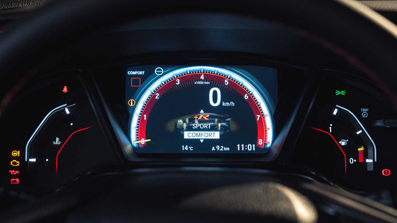 Close up of Honda Civic Type R dials on Comfort mode.