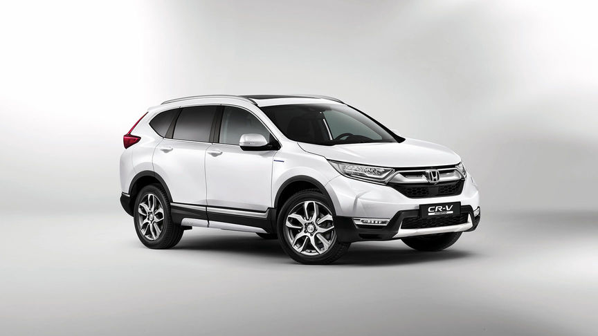 Front three-quarter facing Honda CR-V Hybrid with Style Pack.