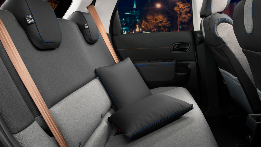 Rear seats with Leather Cushion Set / Midnight Black