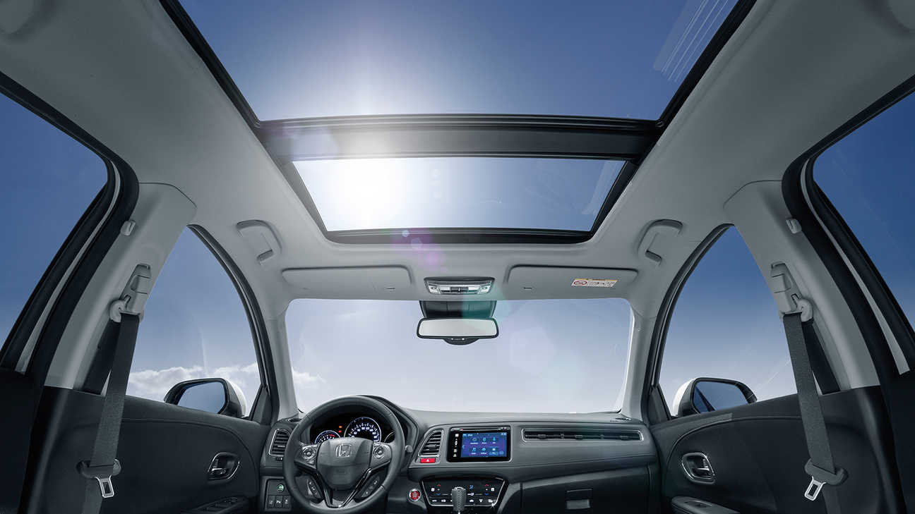 Honda CR-V view of interior space and lighting.
