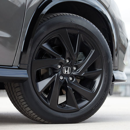 Close up of Honda HR-V Sport wheel.