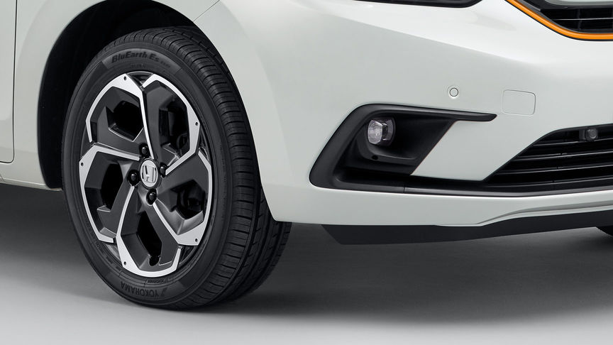 Close up of Honda Jazz Hybrid Alloy Wheels