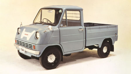 Front three-quarter facing Honda truck from the 1960s.