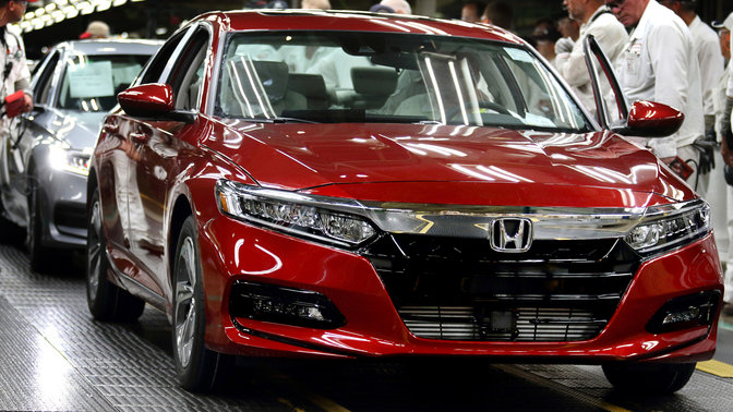 Front three-quarter Honda Accord on the production line.