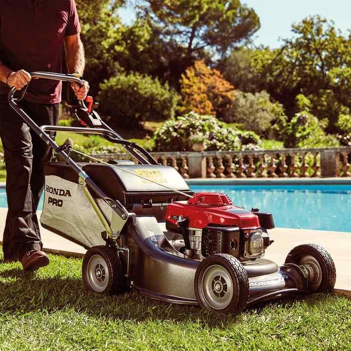Honda HRH | Professional Lawnmowers | Honda UK