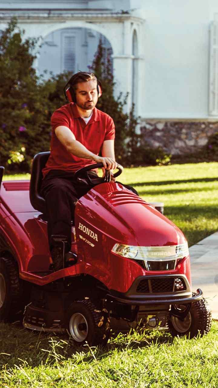 New Lawn & Garden Tractors | Sit-on Lawnmovers | Honda UK