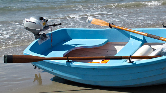 Boat with BF2.3 engine, coastal location.
