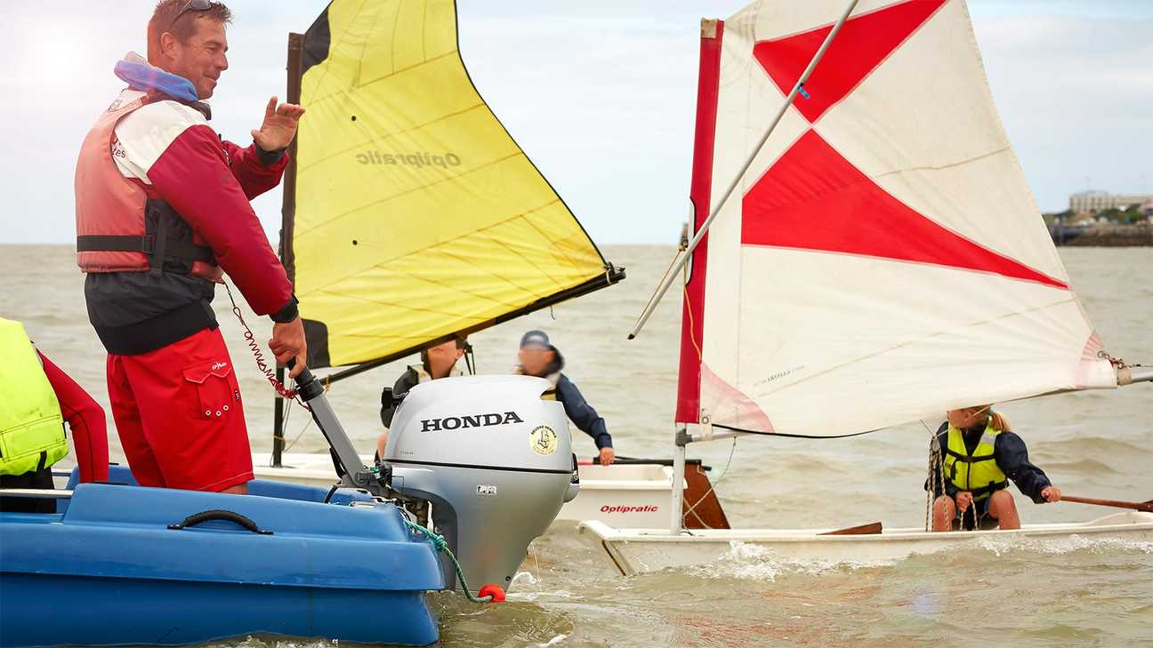 Wind sailing group with using a Honda outboard engine