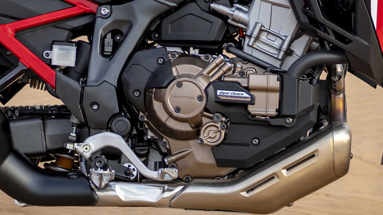 Honda Africa Twin, zoom on left handle