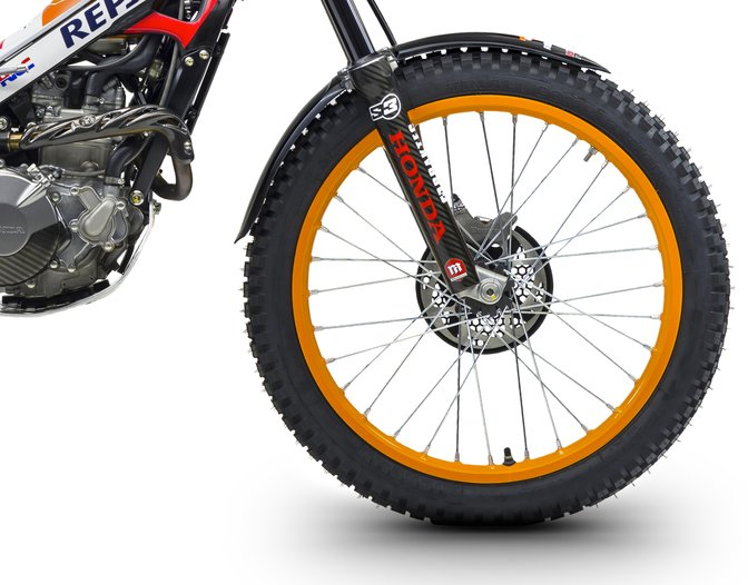 Montesa 4RT race replica zoom on front wheel