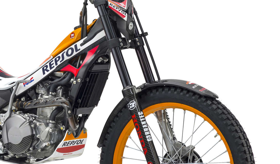 Montesa 4RT race replica zoom on forks