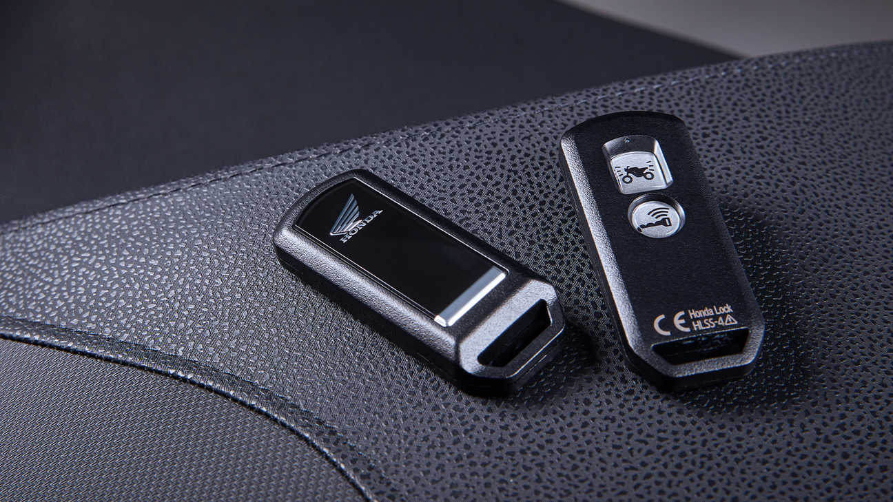 Forza 350, A dash of style with Smart Key convenience