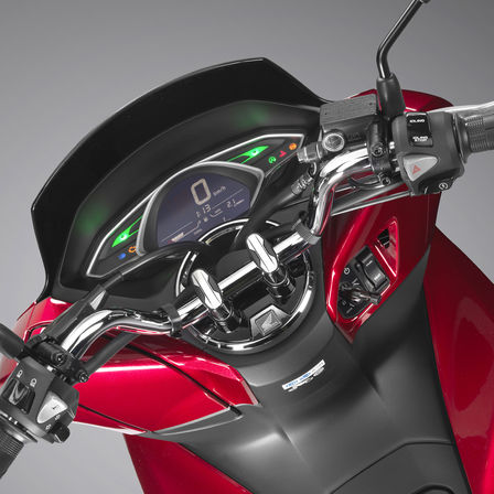 Close up of handle bars on Honda PCX125.