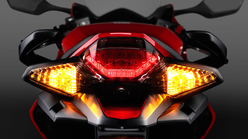 Honda-VFR800F-Tourer-Studio-Victory Red-Tail-light