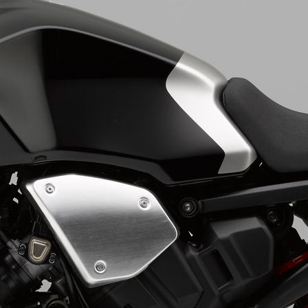 Close up of Honda CB1000R Neo Sports Café tank.