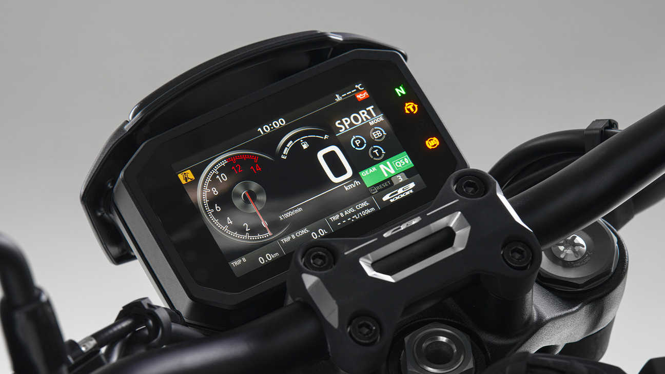 CB1000R Black Edition, 5-inch TFT screen with Honda Smartphone Voice Control System