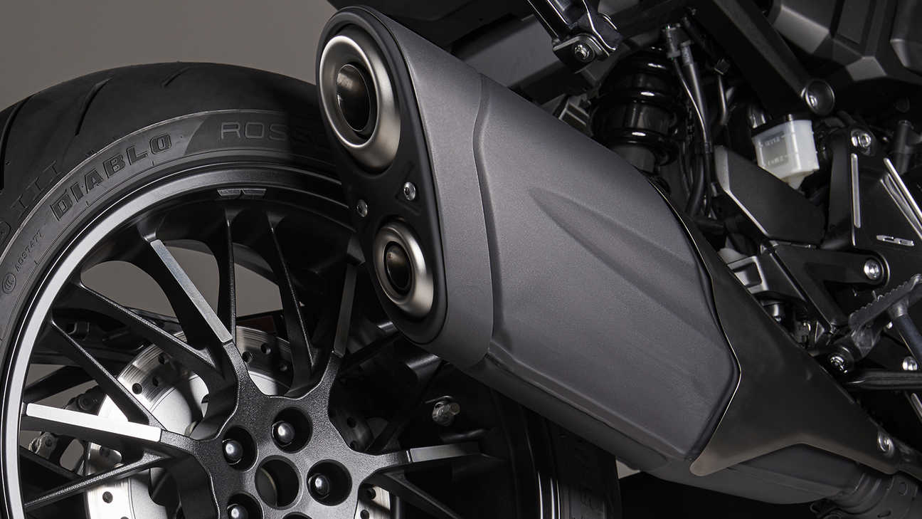 Honda CB1000R Black Edition, Jet black exhaust