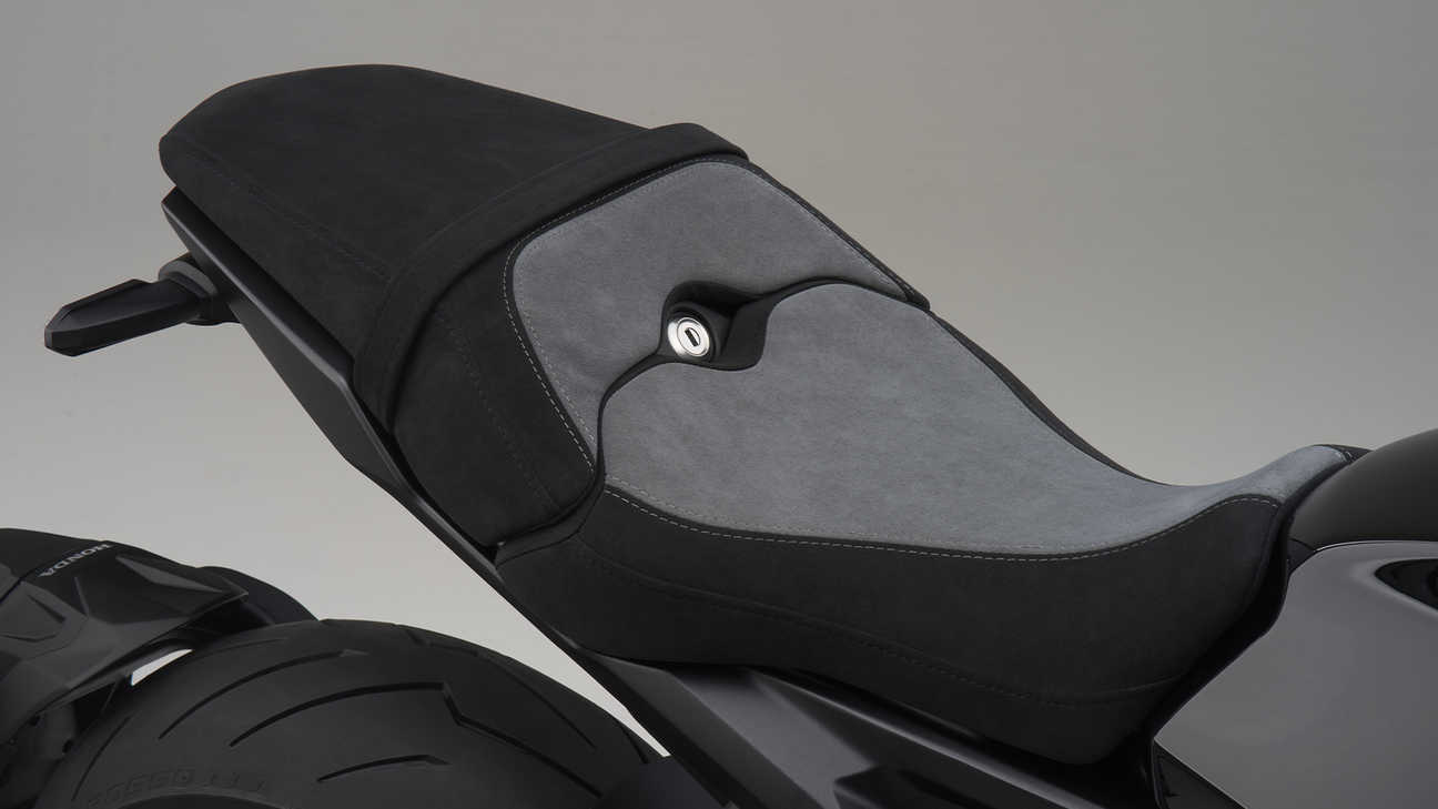 CB1000R Black Edition, ALCANTARA MAIN SEAT