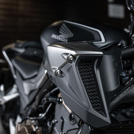 CB500F, zoom on dual air intake duct