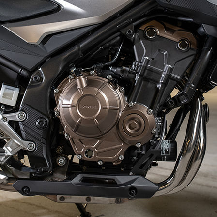CB500F, zoom on engine