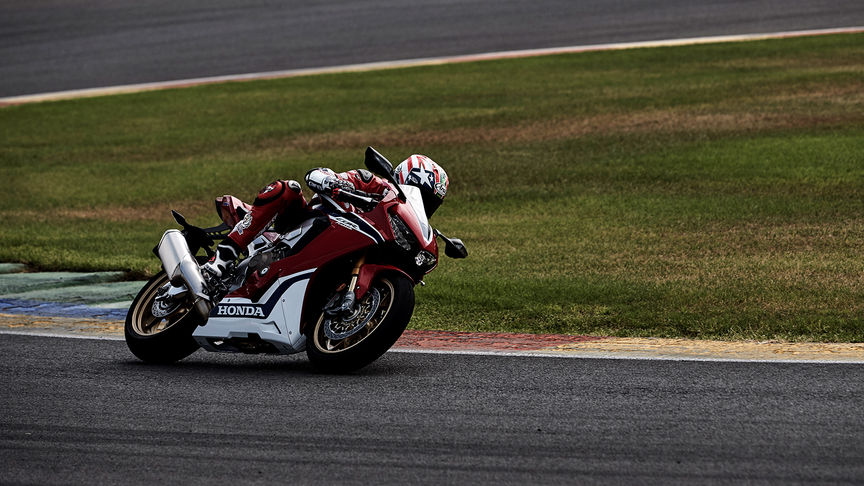 Front three-quarter facing Honda Fireblade on track.