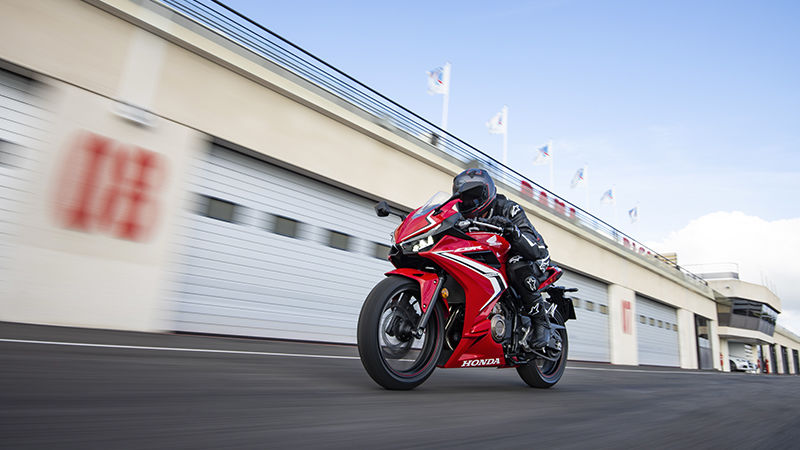 CBR500R, 3-quarter front left side, rolling with rider on racetrack