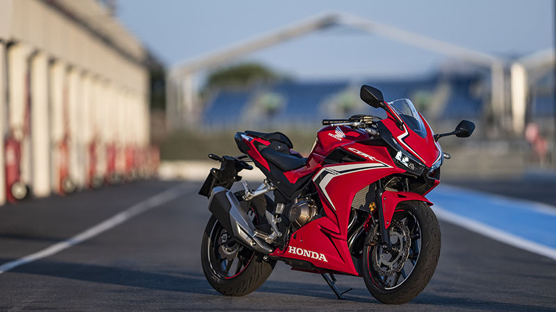 CBR500R, 3-quarter front right side, parked on racetrack