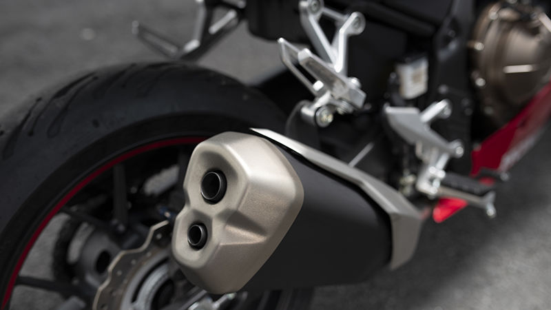 CBR500R, zoom on exhaust pipe