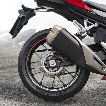 CBR500R, zoom on exhaust pipe and rear wheel
