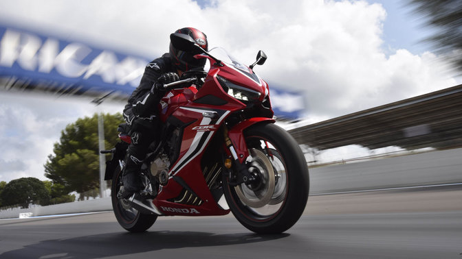 CBR650R, 3-quarter front right side speeding with rider on racetrack