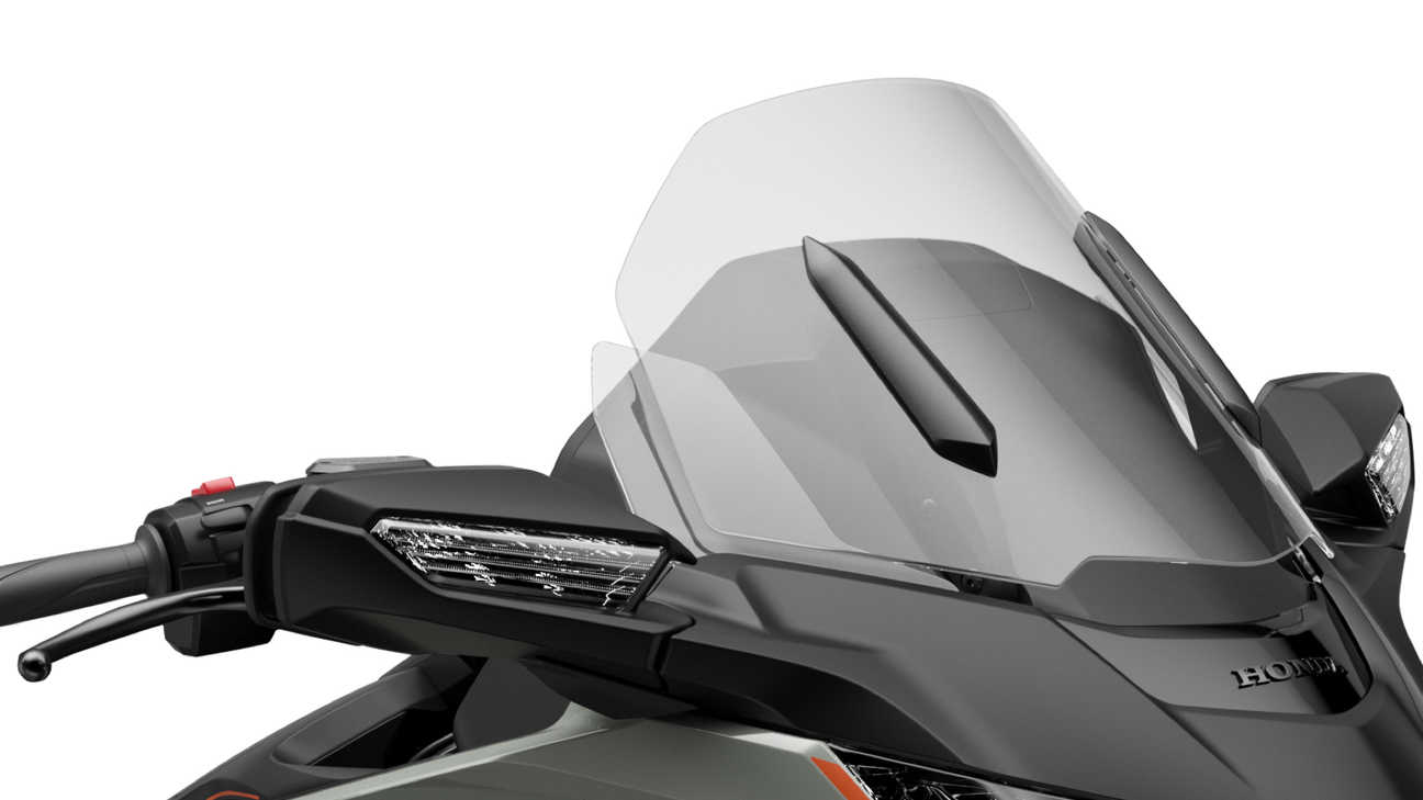Honda GL1800 Gold Wing, Adjustable, electrically-operated windscreen