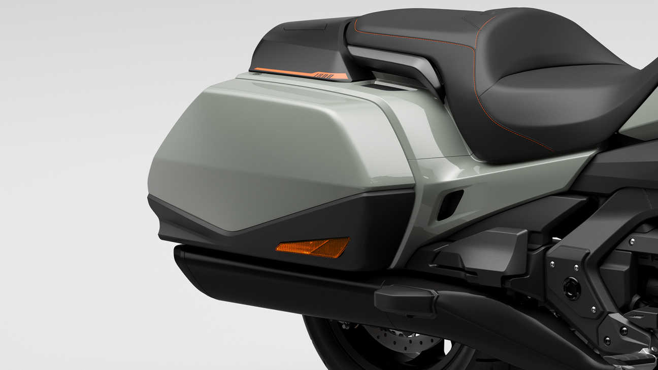 Honda GL1800 Gold Wing, Pannier space for all that matters
