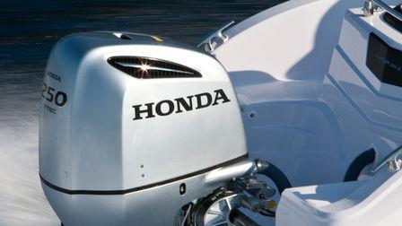 BF250 Outboard Motor 3 Quarter Exterior